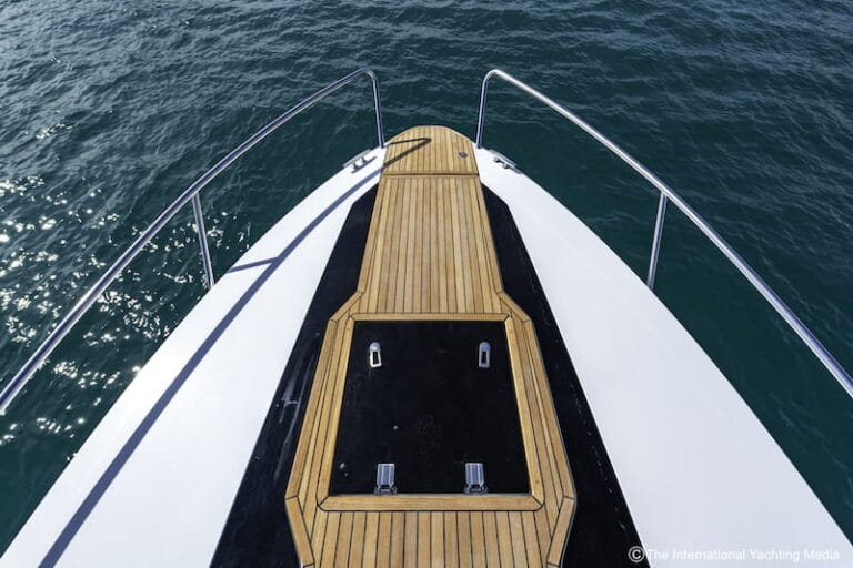 Flipper 900 DC bow section