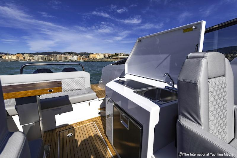 Flipper 900 DC outdoor galley