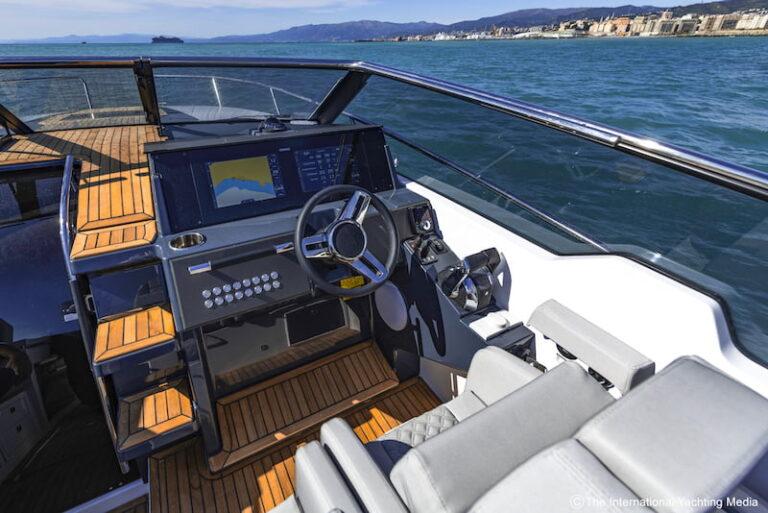 Flipper 900 DC steering console
