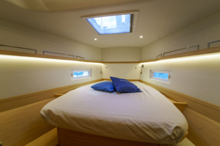 grand-soleil-44-master-cabin