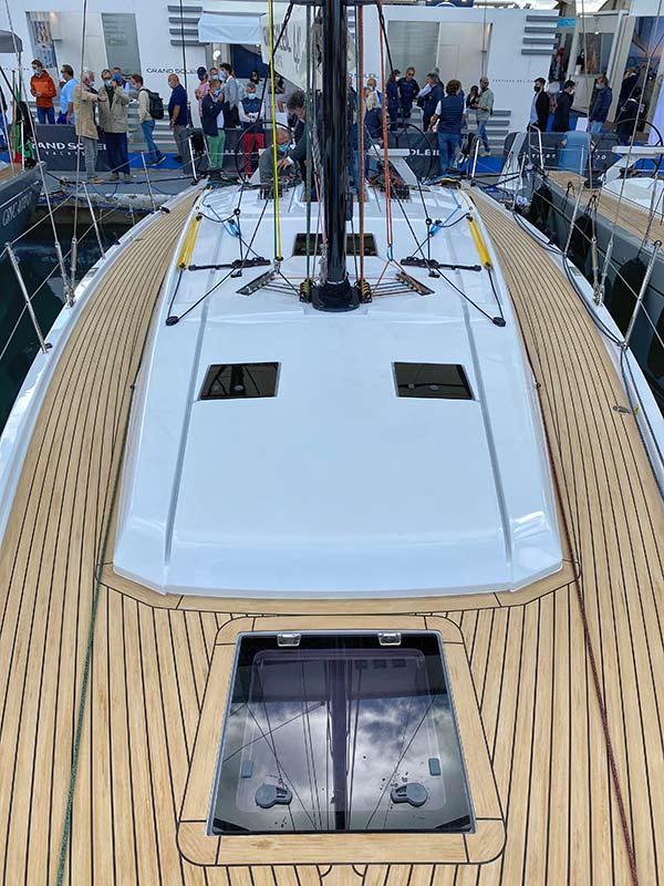 grand-soleil-44-perfomance-deck