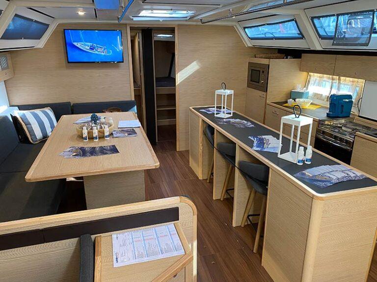 kufner-yachts-italia-dinette