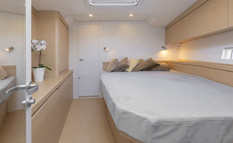 Ice 54 double-bedded cabin