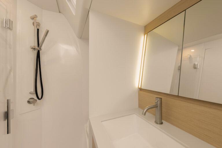 Ice 54 shower box