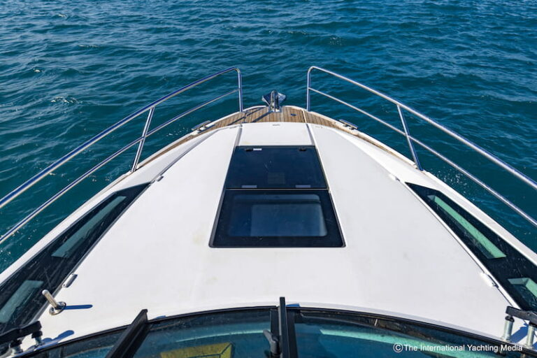 Flipper 900 ST bow