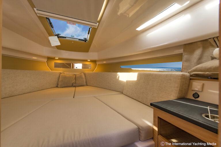 Flipper 900 ST cabin