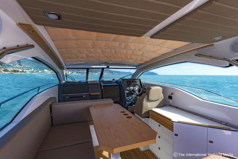 Flipper 900 ST cockpit