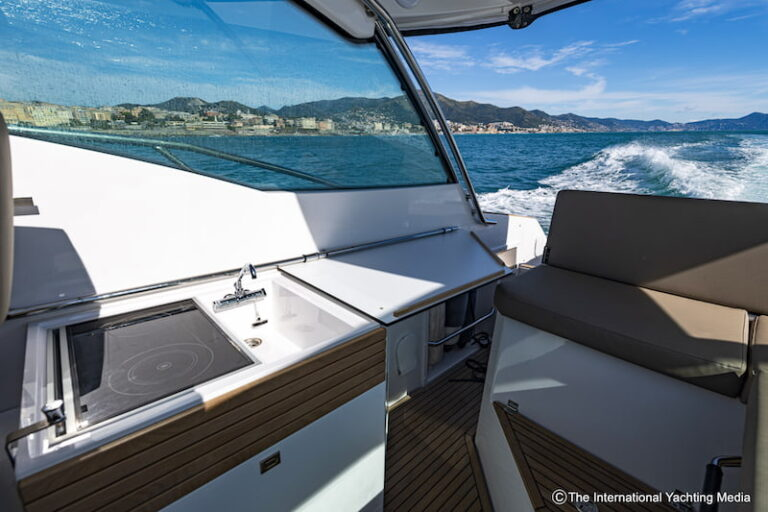 Flipper 900 ST outdoor galley