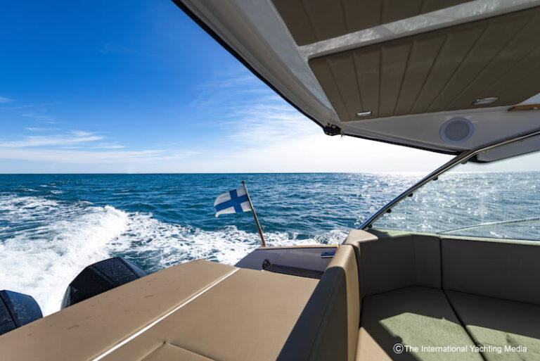 Flipper 900 ST stern sundeck