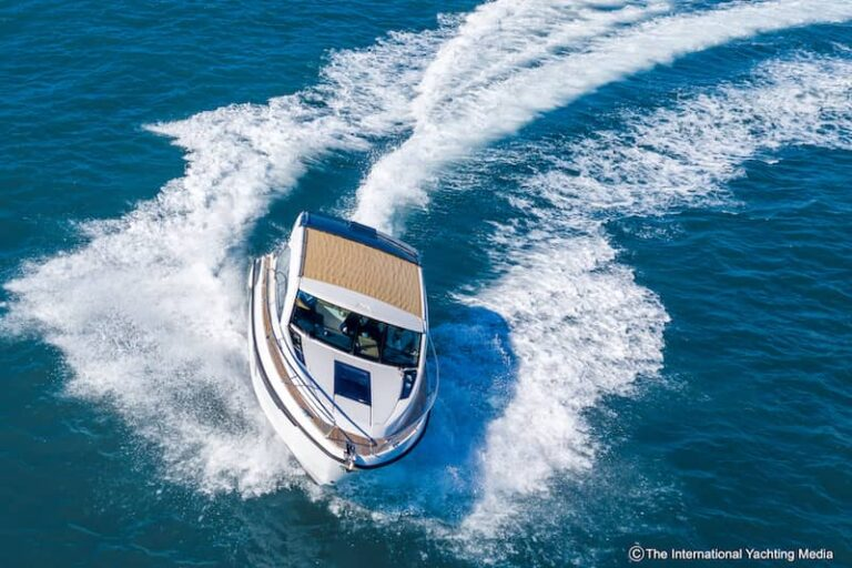 Flipper 900 ST turns