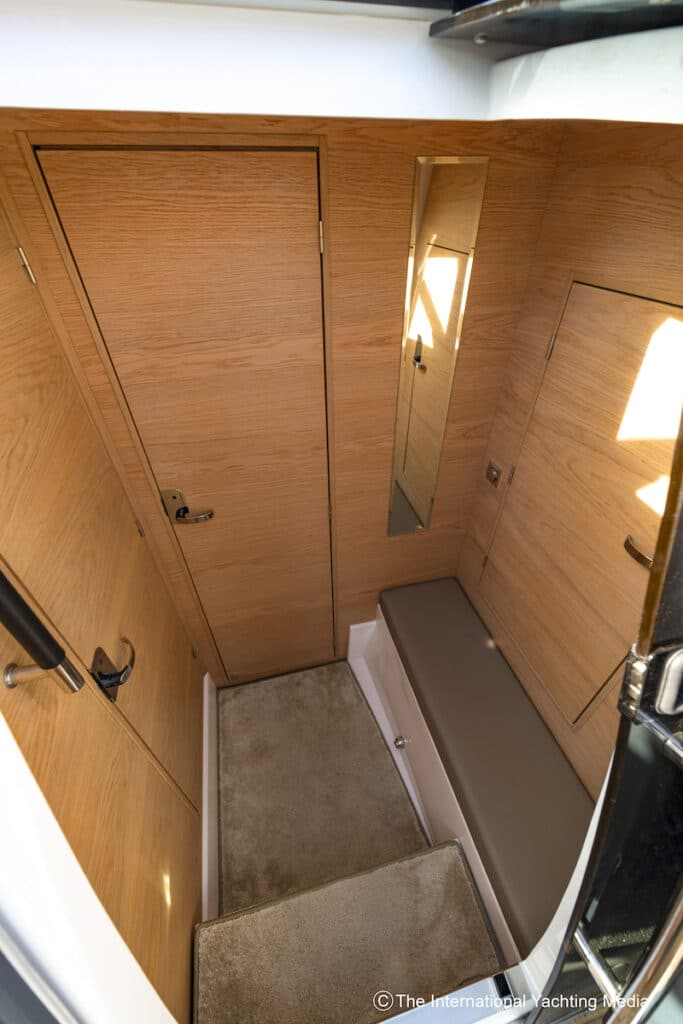 Flipper 900 interiors