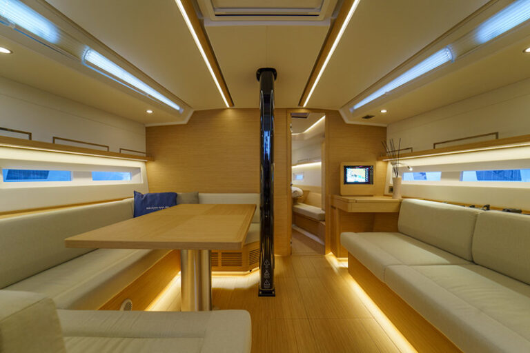 GS 44 Performance sea trial, dinette