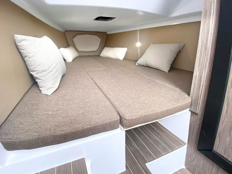 Ranieri Cayman 28.0 Executive cabin