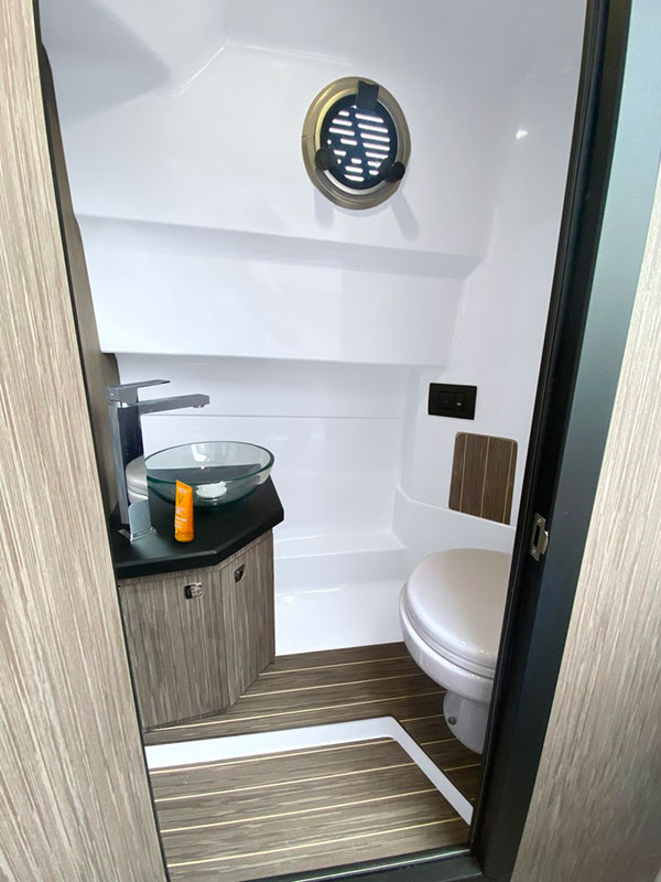 Ranieri Cayman 28.0 Executive toilet