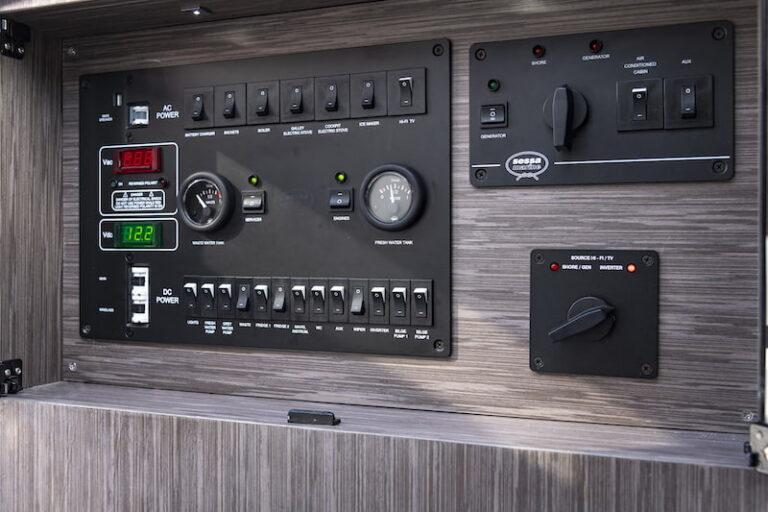 Sessa Key Largo 40 control panel