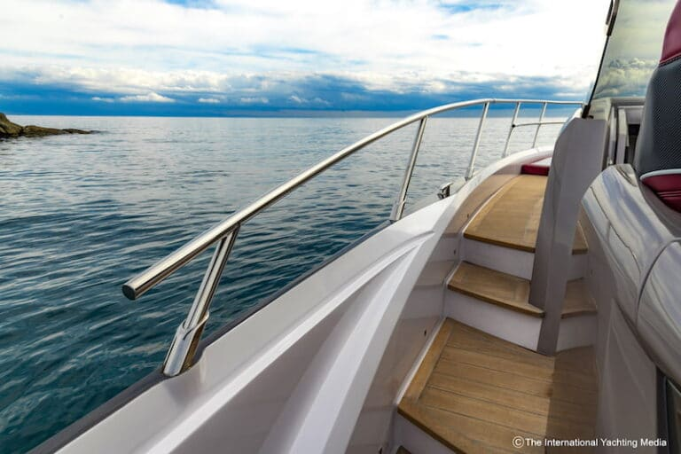 Sessa Key Largo 40 side-decks