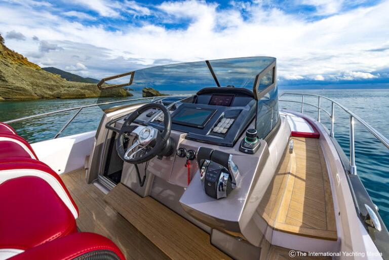 Sessa Key Largo 40 steering console