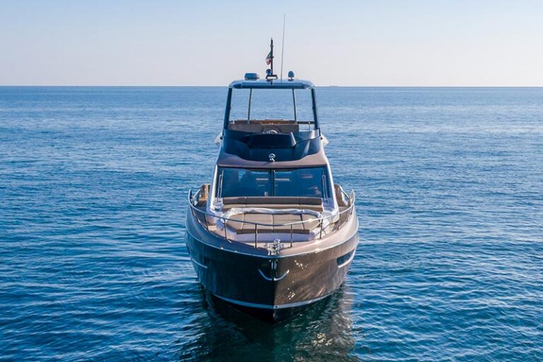 sessa fly 68 gullwing, bow