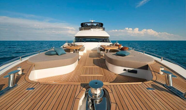 MCY 80 foredeck