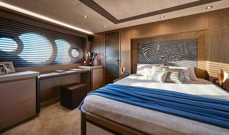 MCY 80 master cabin