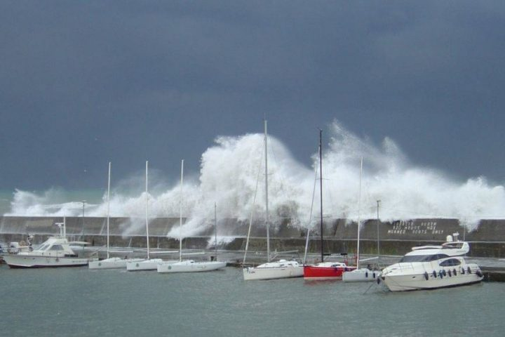berthing in strong wind