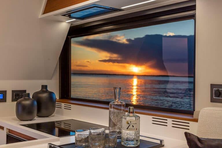 pardo-endurance-60-galley-window