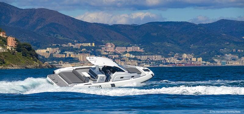 Pirelli 35 at sea