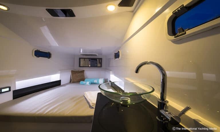 Pirelli 35 bow cabin