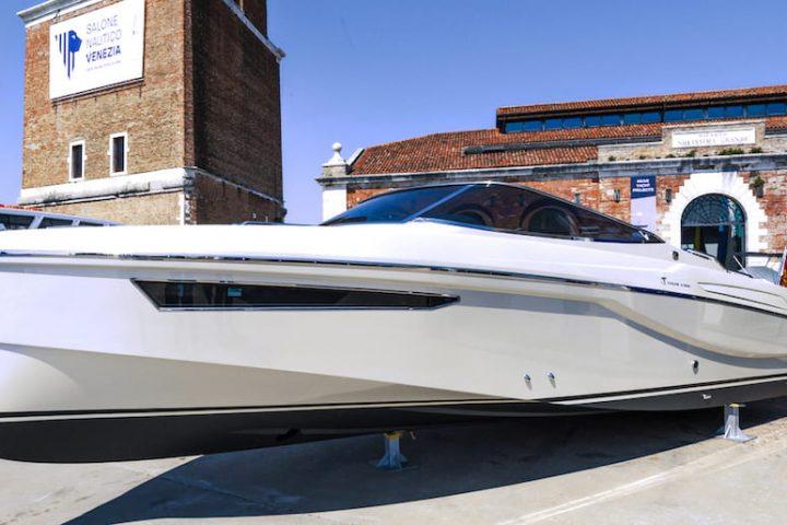 Ecolux 850 Hybrid Venice Boat Show