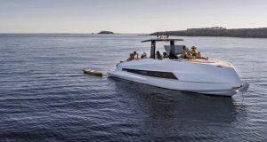 Astondoa 377 Coupe at sea